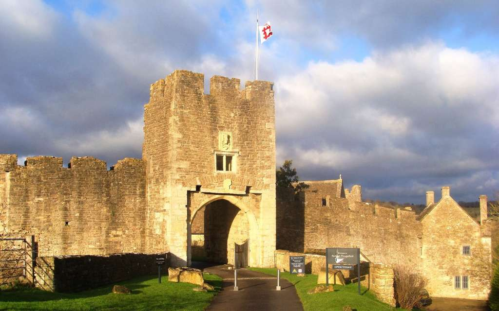Hungerford CAstle Front, National Trust Attractions, Toghill House Farm